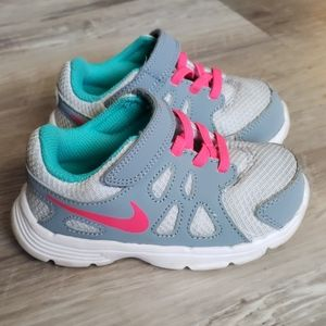 Baby girl nike shoes. Size 7